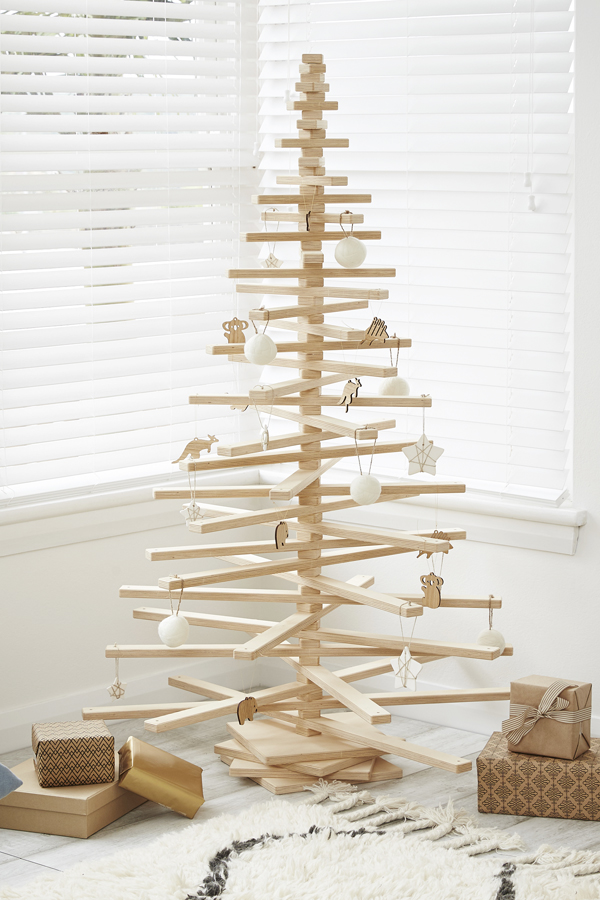 onetwotree_6x4 - Wooden Christmas Tree